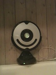Roomba doing the chair dance (Ina Kristensen) Tags: roomba stvsuger robotstvsuger