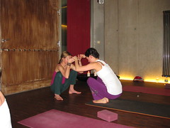 Anette + Svati lifting each other (tweeyoga) Tags: training germany munich flow with teacher twee intensive the embodying merrigan airyoga 022010