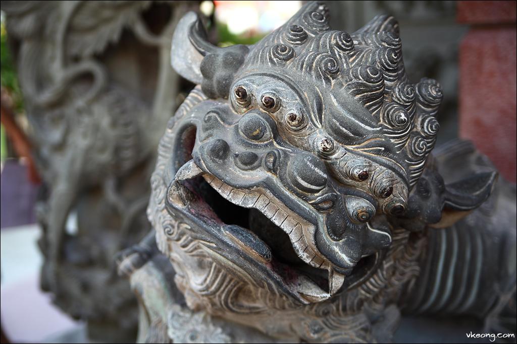 lion-statue