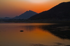 Sun Set - Fateh Sagar Lake (Tarun Chopra) Tags: india nature canon photography asia fort wizard 7d greatshot dslr gurgaon purchase rajasthan udaipur bharat newdelhi touristattractions photograpy chittorgarh canoncamera nicecomposition hindustan greatcapture indiaimages traveltoindia superbshot superbphotography fantasticimage betterphotography discoverindia makemytrip canonefs1022mmf3545usmlens hindusthan earthasia smartphotography canon7d mustseeindia richhistroy udaipurtravel discoveryindia buyimagesofindia canonefs18135mmf3556islens rajasthaninwinters