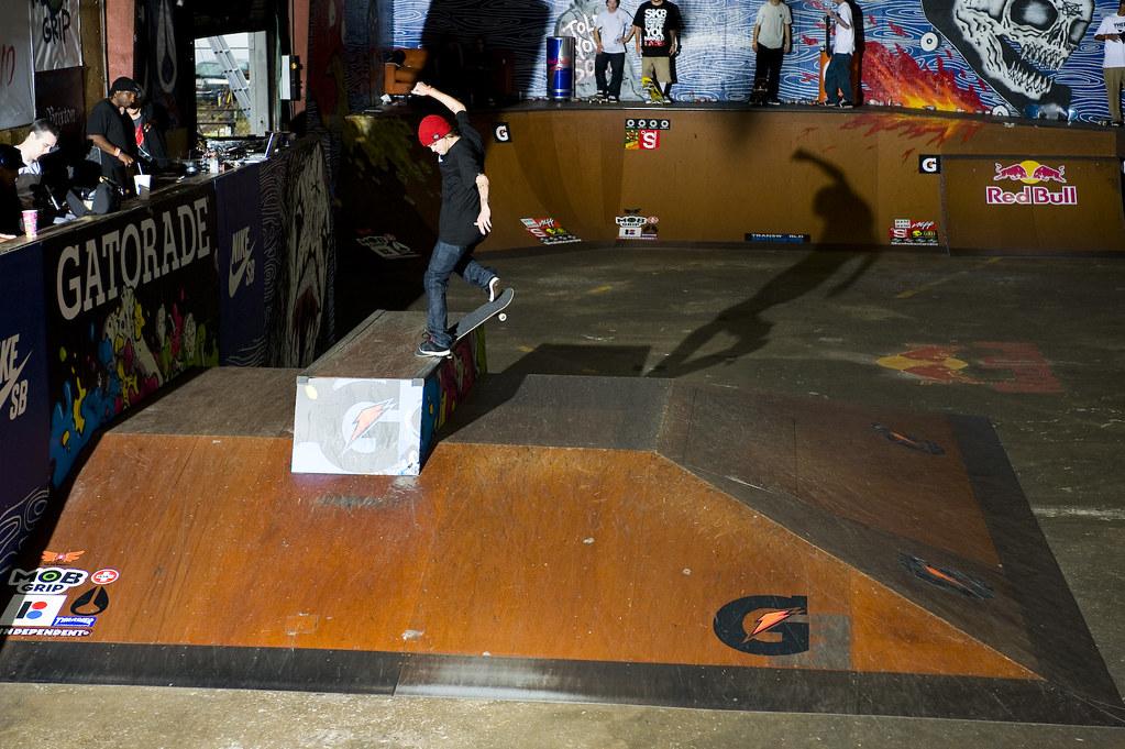 Ryan Sheckler - Frontside Kick