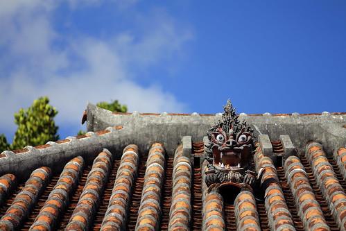 中村家の屋根の上のシーサー #1
