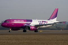 HA-LPY - 4109 - Wizzair - Airbus A320-232 - Luton - 100317 - Steven Gray - IMG_8698