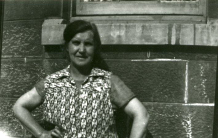 Granny Flynn Back Court Old Shettleston Road 1948/9