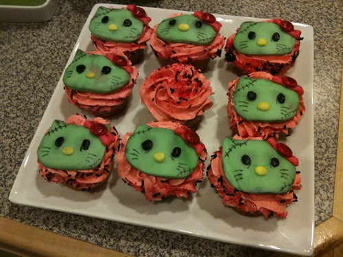Zombie Helli Kitty cupcakes!