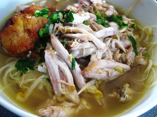 mee hoon soto with begedil