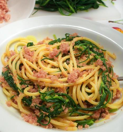 Spaghetti con agretti alla curcuma e San Daniele