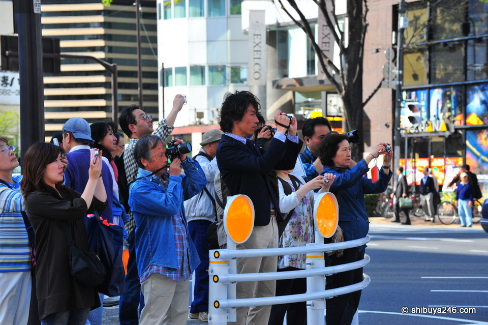 Many people were lined up trying to get a reminder photo of what Kabukiza looked like before it disappears.