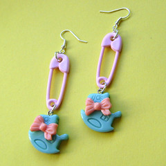 Pastel rocking horse earrings (Quirkz) Tags: uk pink blue pastel kitsch jewelry jewellery plastic bow teenager earrings etsy rockinghorse safetypin internationalship