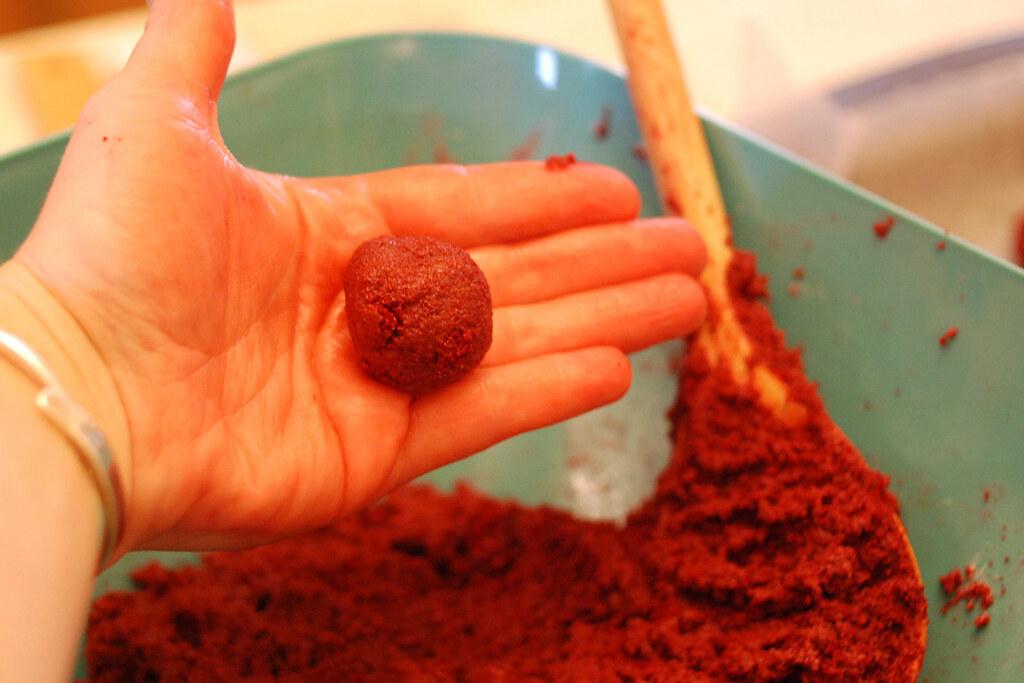 Red Velvet Cake Poppers