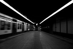Underground (Just a guy who likes to take pictures) Tags: voyage travel light bw en white motion black holland public netherlands monochrome station amsterdam train underground subway tren lights und reisen europa europe track metro perron linie transport tube central platform nederland thenetherlands rail bahnhof tunnel line hauptbahnhof u transit commute ubahn infrastructure estacion holanda commuting 51 lamps mass lightrail bahn zwart wit weiss paysbas schwarz trein spoor niederlande centraal zw reizen gvb ov the lijn vervoer ondergrondse openbaar infrastructuur sneltram ondergrond public transport