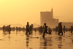 Life at Clifton beach (Aliraza Khatri) Tags: sunset people holiday hot water golden images east number rush getty middle vacations numberofpeople gettyimagespakistanq12012 gettyvacation2012 gettyimagesmiddleeast