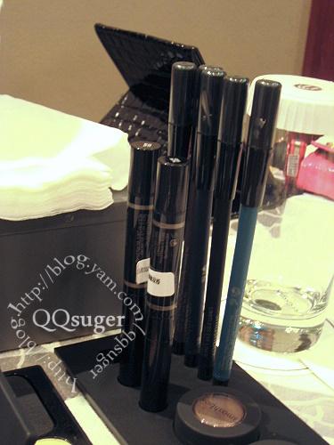 qqsuger 拍攝的 防水眉筆+眼線筆。