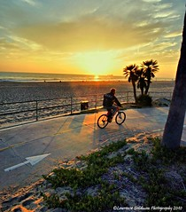 The Arrow Points the Way (lhg_11, 2million views. Thank you!) Tags: sunsets bicycles beaches southerncalifornia manhattanbeach sunsetlight 1000views 100comments nikond90 micartttt lawrencegoldman lhg11 michaelchee micarttttworldphotograhpyawards