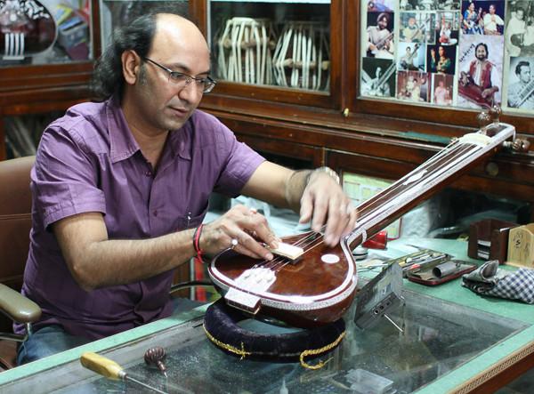 Sitar Maker in Delhi Resized