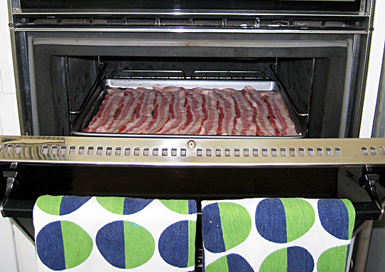 cooking bacon in the oven - 2
