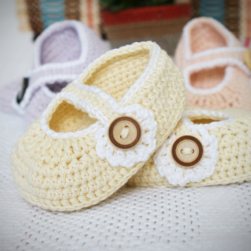 Free Crochet Pattern For Mary Jane Baby Slippers : FREE CROCHET PATTERNS FOR NEWBORN MARY JANES - Crochet and ...