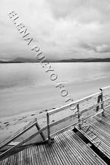 Paseo por Santoa IV (Elenita_) Tags: mar madera 10 sony sigma playa arena paseo pasarela embarcadero gran 20 angular 1020 olas cantabria maritimo santoa a300