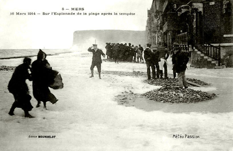 déferlantes pendant la tempête du 16 mars 1914 à Mers les Bains