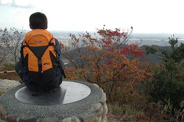 高御位山山頂西・方位盤(中1、12歳)