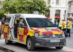 Volkswagen Caddy. SAMUR-PC (juanemergencias) Tags: pride worldpridemadrid coche car vehicle vehiculo samur pc proteccioncivil madrid españa spain vw caddy volkswagen madridmemata madridmemola rescate rescue emergency emergencia ambulance ambulancia samurpc nikon d7100
