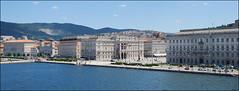 Trieste (Italia, 11-6-2017) (Juanje Orío) Tags: trieste italia italy 2017 mar sea plaza agua water puerto europeanunion europa europe