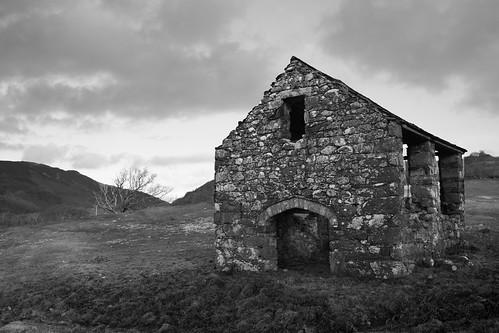 Old stone barn near Llanelltyd
