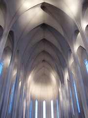 The interior of Hallgrmskirkja church, Reykjavik, Iceland (o palsson) Tags: windows light building church architecture design iceland interior curves columns reykjavik ceiling hallgrmskirkja