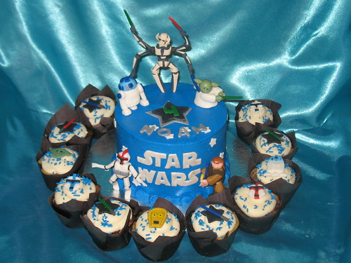 star wars cake designs. Star Wars cake/cupcake combo #