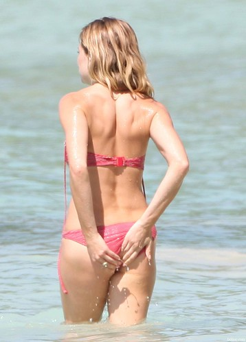 sienna_miller_bikini_candids 00001 by you.
