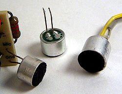 250px-Electret_condenser_microphone_capsules por Electrónica Pascual.