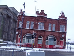 The Woodman - pub on Albert Street and Curzon Street Station (ell brown) Tags: greatbritain winter england snow pub birmingham unitedkingdom attic eastside westmidlands portico publichouse slateroof albertst ashlar curzonst narrowwindows gradeiilisted thewoodman gradeiilistedbuilding jameslisterlea philiphardwick glazingbars ionicstyle squarepiers intermittentbalustrading widewindowswithbrickmullions gabletsintheroof narrowentrancebays originalterminus thelondonbirminghamrailway austerelycubic 4reallygiantioniccolumns dentilledentablature carvedachievementofarms swagsovertheglazedtympanum greatpanelleddoors blindbalconys cornicesonbrackets flatsurrounds windowssashes engagedioniccolumns lengthofwall brickandteracotta principalfacade roundarchedentrances segmentheadedwindows principalfacaderepeatsrhythm smallcornerpub britishrailgoodsoffice railwaygoodsoffice
