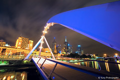Melbourne :: Southgate Footbridge (-yury-) Tags: longexposure bridge night canon reflections river cityscape footbridge australia melbourne victoria yarra 5d vic southgate supershot