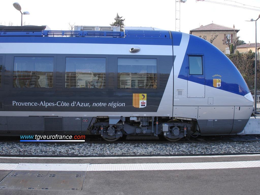 Vue d'une rame BGC B81500 (autorail bimode conçu par Bombardier Transport) en gare d'Aix-en-Provence