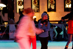 Ice Skaters in Union Square, San Francisco (CT Young) Tags: sf sanfrancisco california iceskating streetshots streetphotography bayarea macys unionsquare streetcandid