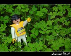 Look! [Take 1] (itslour) Tags: green clubs click playmobil trefoils treboles