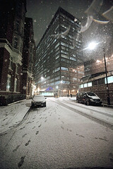Under snow (Anakronik) Tags: voyage trip england snow london canon eos december traces snowprints flare 16mm f28 1250 scotlandyard caxtonstreet 6400iso 21december anakronik arnaudg 5dmkii ef1635lusmii