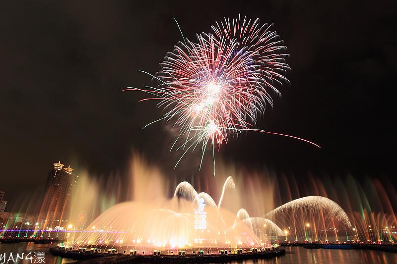 2010高雄燈會水舞煙火秀