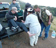 los medicos make a preparation (Stylurus) Tags: field work de mexico mud reserve jalisco biosphere jim sierra doctor clay ankle manantln
