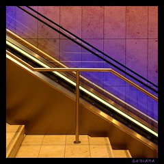 T (sediama (break)) Tags: pink blue stairs silver germany essen colours pentax treppe colourful blau farbig bunt bannister rolltreppe silber movingstairs gelnder abigfave k20d sediama igp7998 bysediamaallrightsreserved