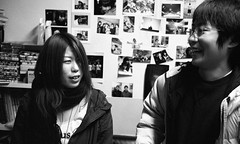 a bit of suspicion (troutfactory) Tags: friends party portrait film japan 35mm fun kodak candid voigtlander bessa rangefinder celebration  osaka analogue talking kansai suspicion enjoyment  toyonaka ultron photographyclub  r2a p3200