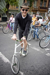 Cycle Chic Critical Mass 04 (Mikael Colville-Andersen) Tags: hat bike bicycle mxico mexico mexicocity criticalmass fixie chic mxicocity cyclechic condessadf criticalfashionmass mexicocyclechic velopassioncc