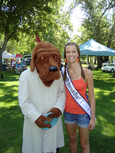 NAM National Queen Nicole Renard with an Ameri-Canine Idol competitor