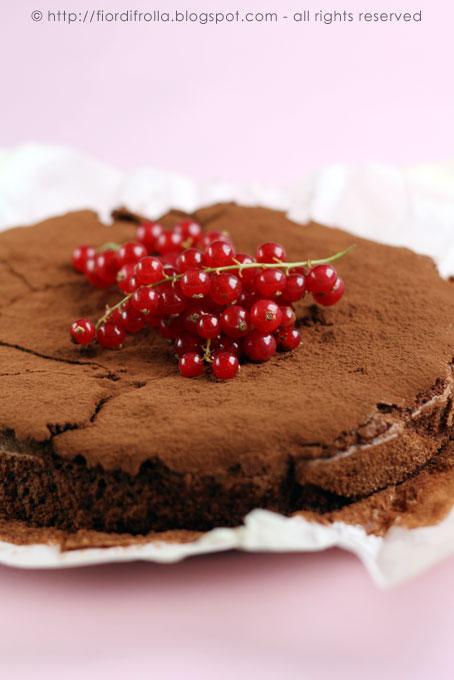 Torta al cioccolato e nocciole senza farina