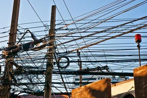 Cable éléctrique Thaï courtesy Anglae0 on Flickr