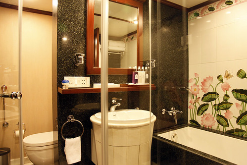 Maharajas' Express Luxury Train (India) - Suite bathroom