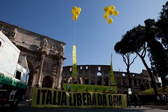 GREENPEACE: BUS ANTI-OGM FA TAPPA AL COLOSSEO (Greenpeace Italia) Tags: greenpeace colosseo ogm alemanno coldiretti