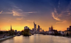 Frankfurt am Main (Wolfgang Staudt) Tags: city windows sunset sky skyline clouds skyscraper germany deutschland evening nikon holidays europe sonnenuntergang hessen skyscrapers cloudy frankfurt zimmer main tripod sigma couch bluehour aussicht hdr wolfgang hotelroom frankfurtammain bigcity commerzbank sessel wolkenkratzer blauestunde stativ armchairs rivermain  hotelzimmer luminale lindner ignazbubisbrcke  golddragon wolfgangstaudt staudt 66111 leinpfad touristphotographie  nikond300  grouptripod lindnerhotels lindnercityplaza