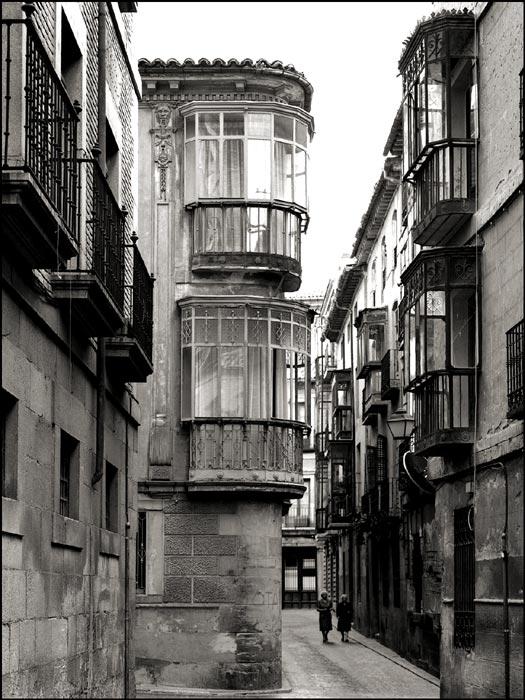 Calle Alfonso XII esquina Nuncio Viejo en Toledo en 1982. Fotografía de John Fyfe