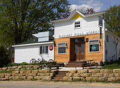 Pleasant Ridge Store. (lada/photo) Tags: beer bar hole tavern watering greatburgers my whataplace